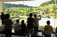 A guide points out the features of the garden at the Adachi Museum of Art in Yasugi, Shimane Prefecture, Japan. Photo courtesy of Phillip Courter.